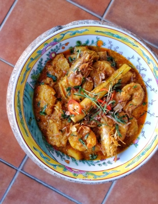 Udang Masak Nanas (Prawn and Pineapple Curry)